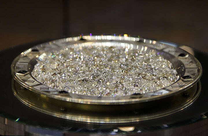 Although the price of the rare diamond is not disclosed, market insiders estimate that pink diamonds go for about $1 million to $3 million a carat.